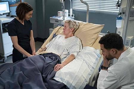 Grey's Anatomy 15x18 (17).jpg