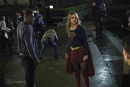 Supergirl 4x14 (17).jpg