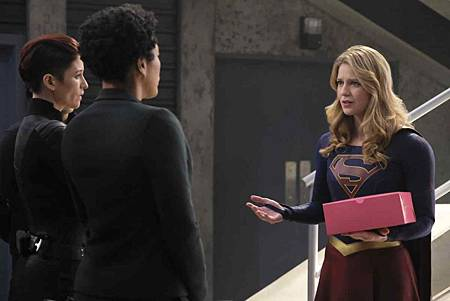 Supergirl 4x17 (6).jpg
