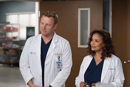 Grey's Anatomy 15x20 (9).jpg