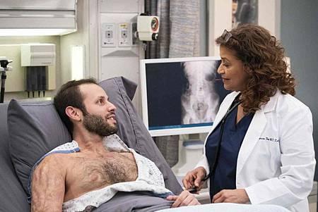 Grey's Anatomy 15x20 (13).jpg