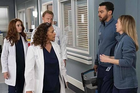 Grey's Anatomy 15x20 (17).jpg