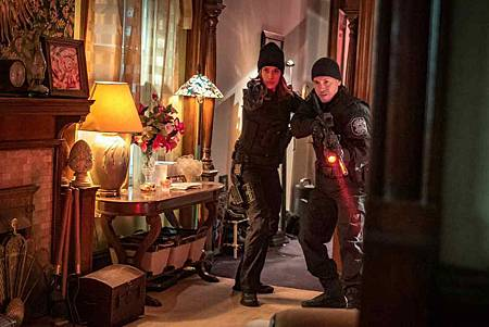 Chicago PD 6x18 (5).jpg