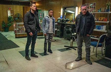 Chicago PD 6x18 (8).jpg