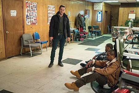Chicago PD 6x18 (10).jpg