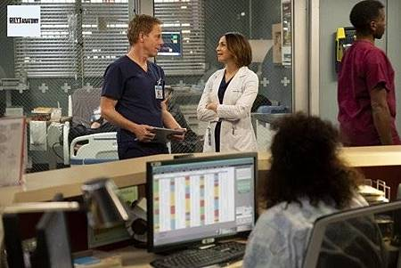 Grey's Anatomy 15x22 (11).jpg