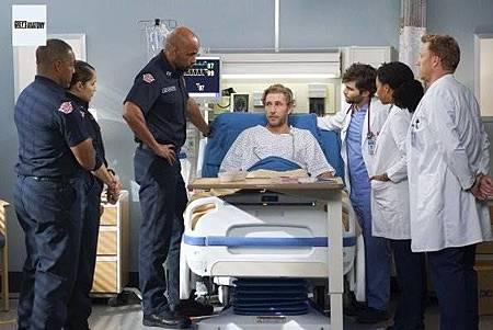 Grey's Anatomy 15x23 (4).jpg