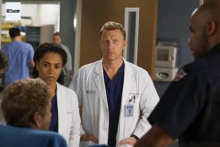 Grey's Anatomy 15x23 (13).jpg