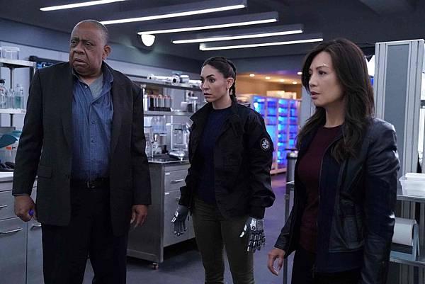 Agents of S.H.I.E.L.D 6x1 (1).jpg