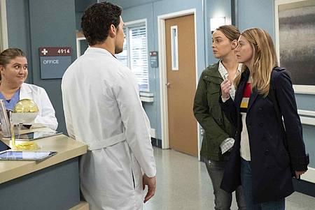 Grey's Anatomy 15x24 (9).jpg