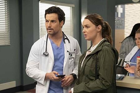 Grey's Anatomy 15x24 (11).jpg