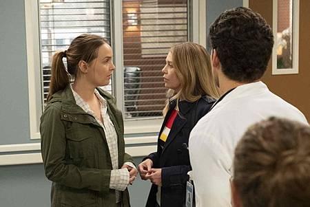 Grey's Anatomy 15x24 (13).jpg
