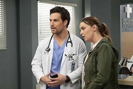 Grey's Anatomy 15x24 (14).jpg