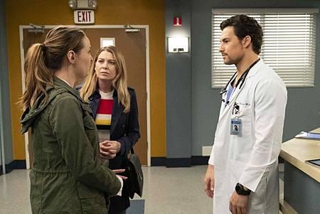 Grey's Anatomy 15x24 (15).jpg