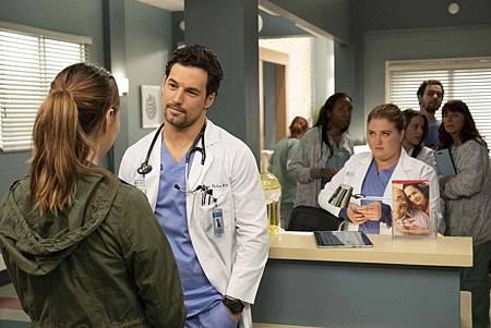 Grey's Anatomy 15x24 (16).jpg