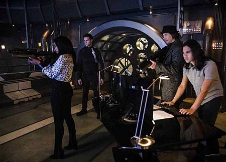 The Flash  5x22 (3).jpg