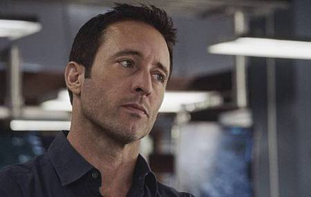 Hawaii Five-O 9x24-10.jpg