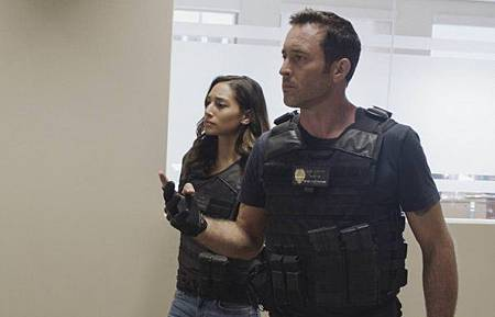 Hawaii Five-O 9x24-13.jpg
