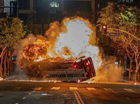 911 2x18 (8).jpg