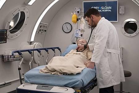 Grey's Anatomy 15x25(19).jpg