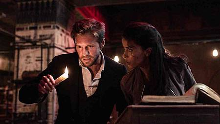 Blood & Treasure 1x4 (19).jpg