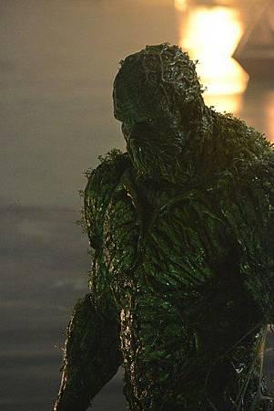 Swamp Thing S01 (11).jpg