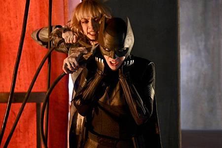 Batwoman 1x1 (6).jpg