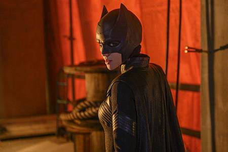 Batwoman 1x1 (7).jpg