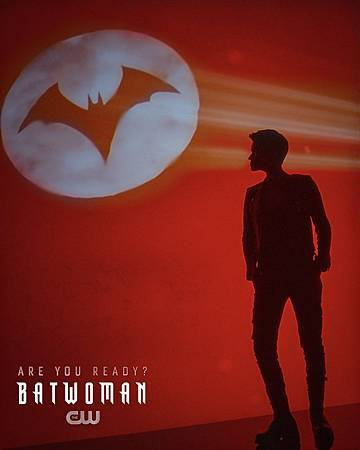 Batwoman 1x1 (16).jpg