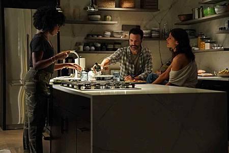 Why Women Kill 1x02 (5).jpg