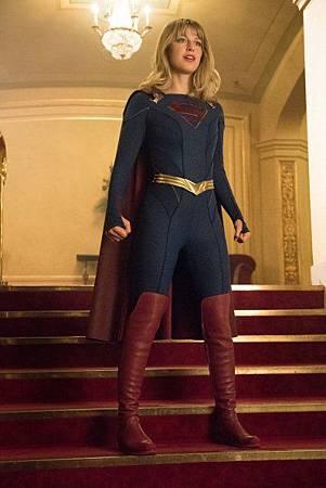 Supergirl 5x1 (4).jpg