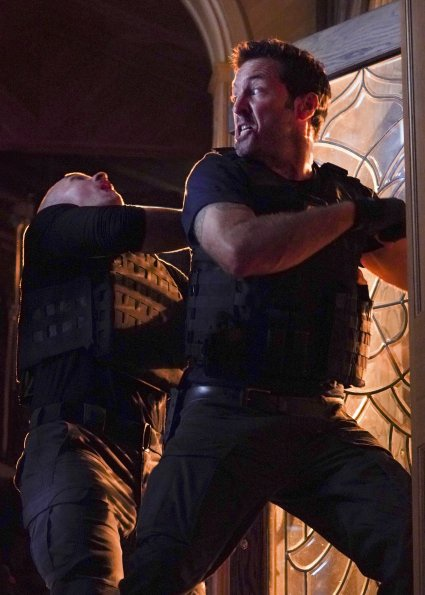Hawaii Five-0 10x1 (3).jpg