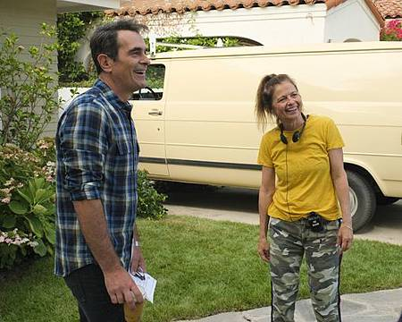 Modern Family 11x1 (12).jpg