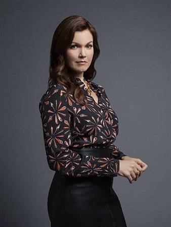 Jessica Whitly(Bellamy Young).jpg