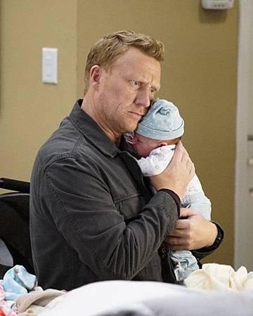 Grey's Anatomy 15x1 (14).jpg