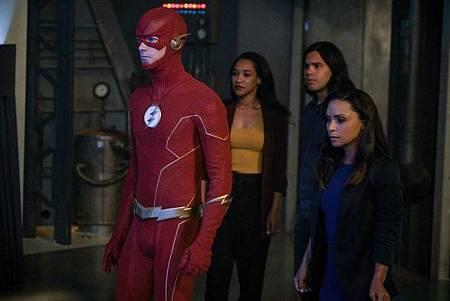 The Flash 6x1 (8).jpg