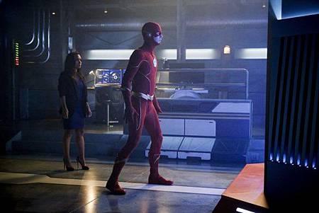 The Flash 6x1 (10).jpg