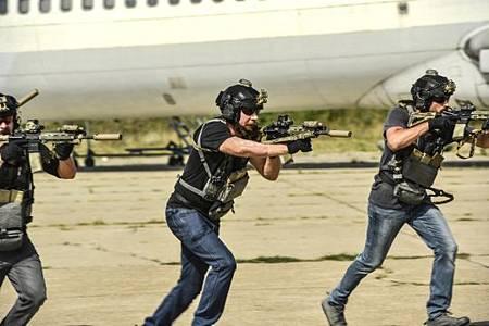 SEAL Team 3x02-07.jpeg