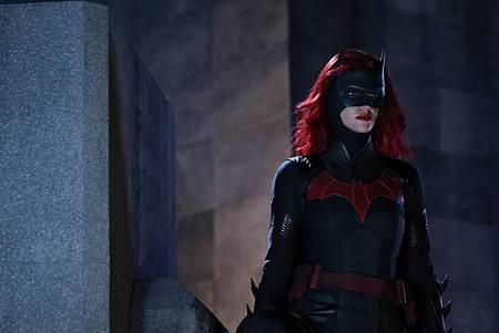 Batwoman 1×3 (5).jpg