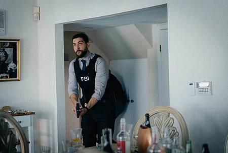 FBI  2×5 (34).jpg