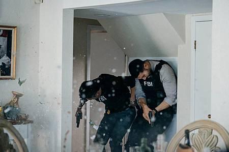 FBI  2×5 (35).jpg