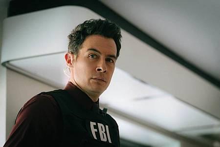 FBI  2×5 (42).jpg