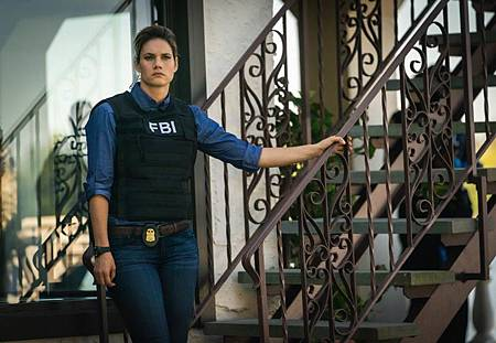 FBI  2×5 (46).jpg
