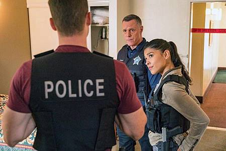 Chicago PD 7×5 (19).jpg