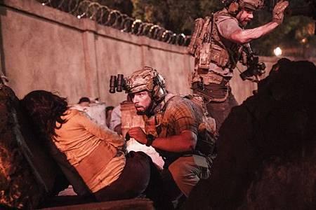 SEAL Team 3x06-10.jpeg