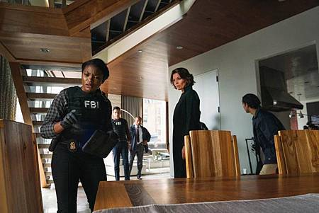 FBI 2×7 (10).jpg