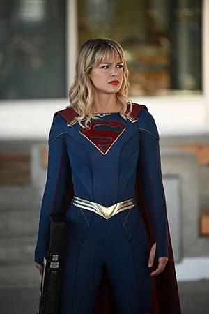 Supergirl 5×8 (6).jpg