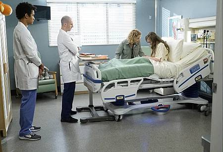 Grey's Anatomy 16x9 (8).jpg
