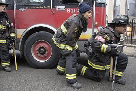 Chicago Fire 8x15 (6).jpg