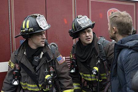Chicago Fire 8x15 (7).jpg